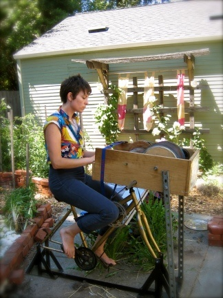 Bicycle powered drum carder from Ecologicalartist