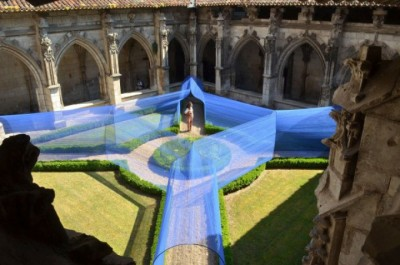 Installation_in_Courtyard-600x398